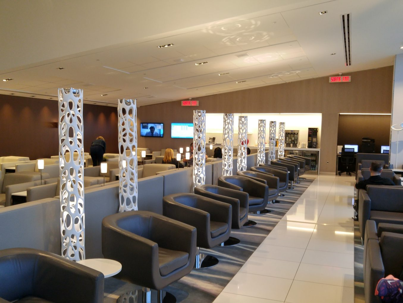 Review – Maple Leaf Lounge – Montreal